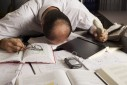 stress-burnout-kopfschmerzen-probleme-arbeit